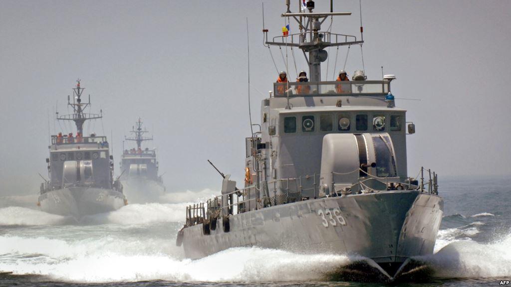 Воен брод на Јужна Кореја со предупредувачки истрели протерал два севернокорејски брода