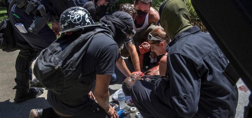 Петмина избодени при собир на нео-нацисти во Сакраменто  (ВИДЕО)