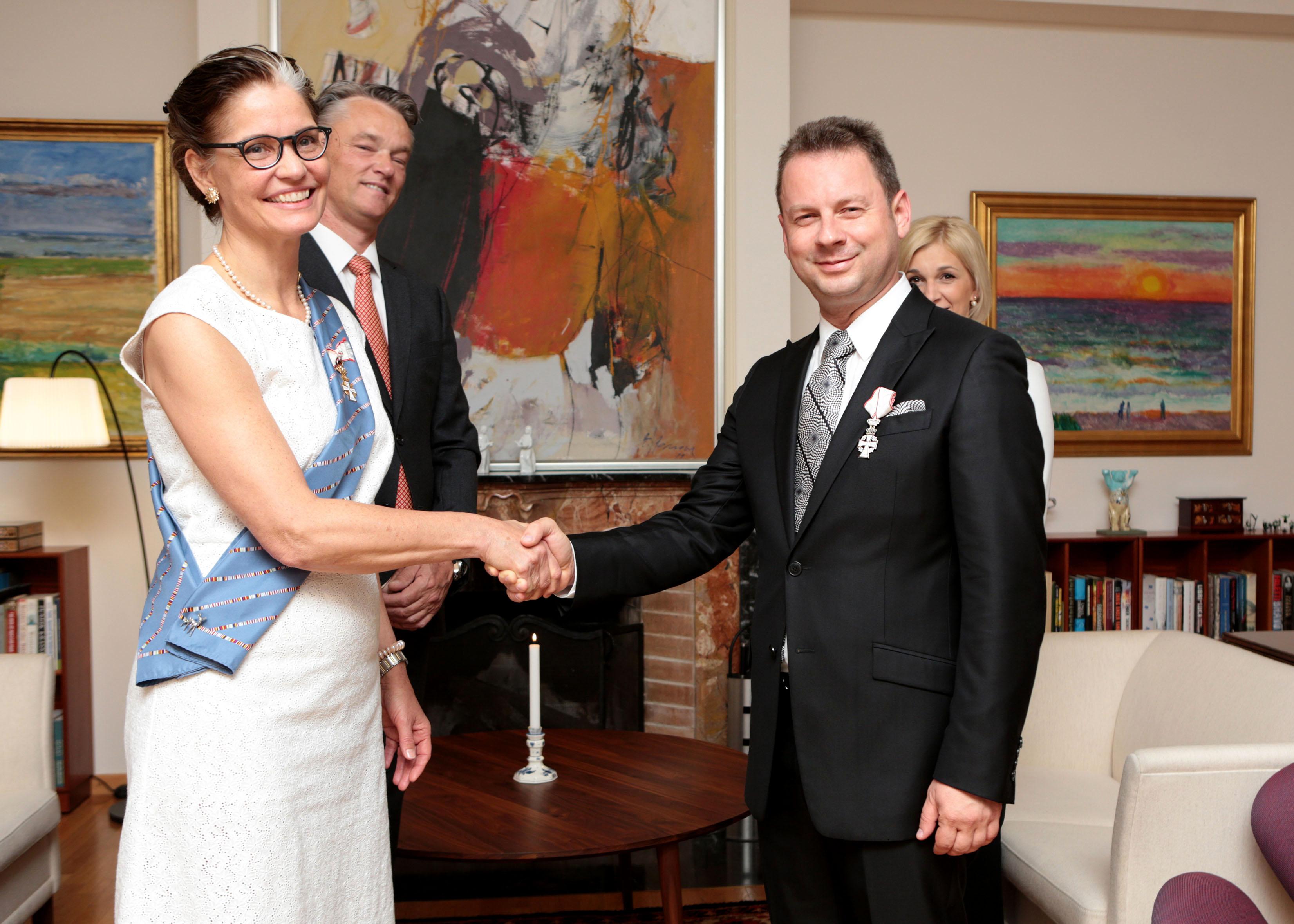 ФОТО: Живко Мукаетов одликуван во Витез на Данското Знаме од Кралицата Маргарете II