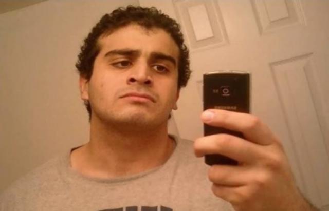 ФБИ ги објави разговорите: Убиецот од Орландо се претставил како војник на ИД
