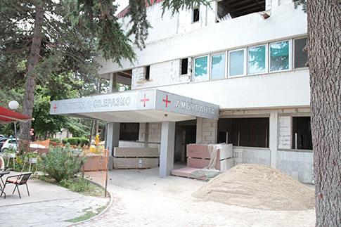 """ФОТО: Интензивно се работи на реконструкција на болничкиот комплекс """"Св. Еразмо"""""""