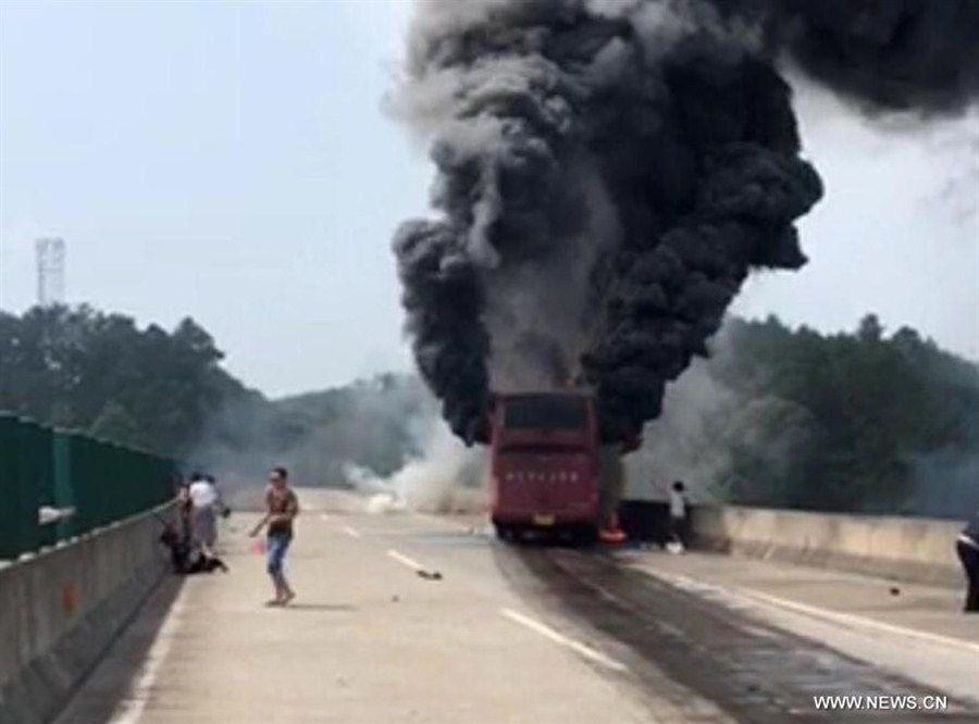 Најмалку 35 луѓе загинаа во автобуска несреќа во Кина