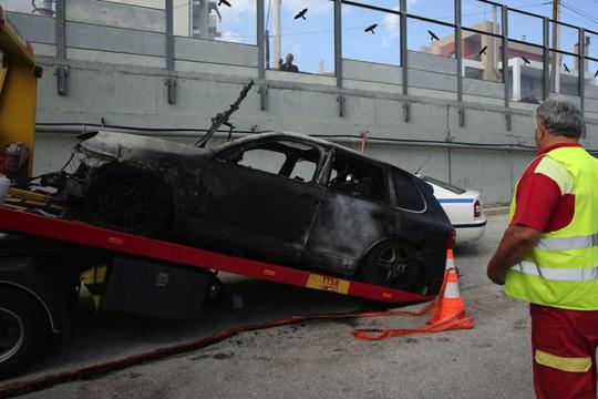 """Издавачот на весникот """"Акрополис"""" изгоре во својот џип"""