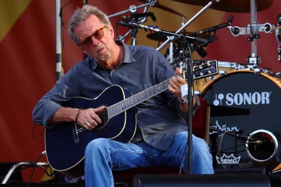 Клептон поради болест едвај свири на гитара