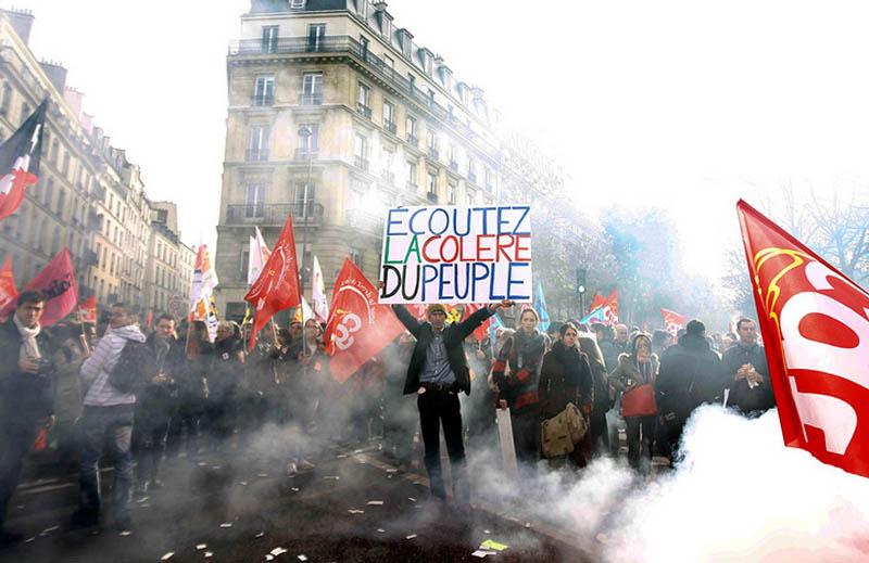 Франција парализирана: Народот на улица, нема железница и струја