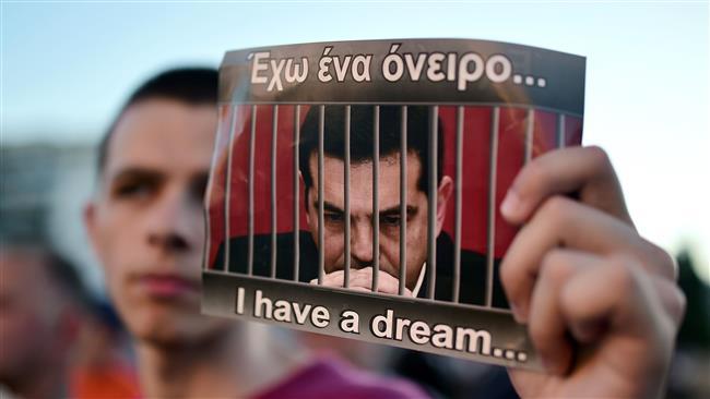 Грците бараат оставка од Ципрас