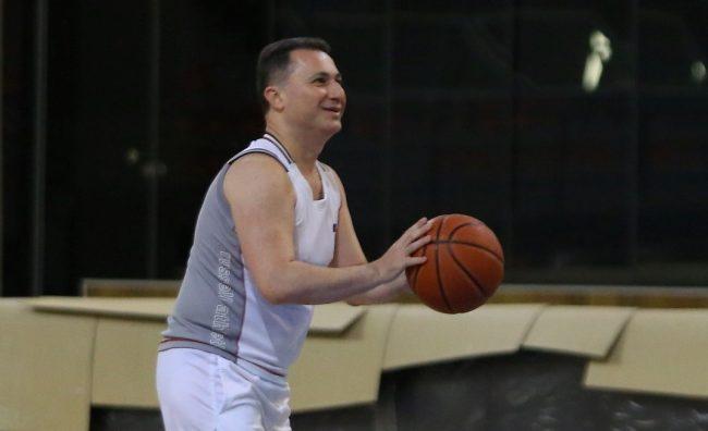 Груевски со пријателите на партија баскет
