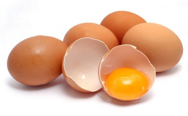 Како да дознаете дека јајцето е старо и не треба да се јаде?