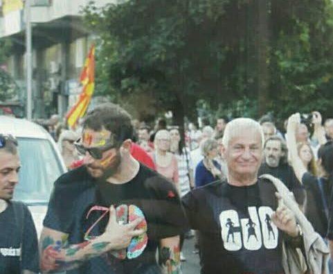 Таткото на протест против Груевски, синот на фудбал со Груевски