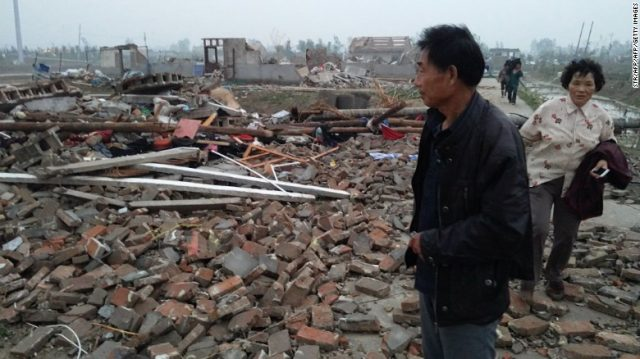 ФОТО+ВИДЕО: Хорор: Торнадо усмрти 78 лица во Кина