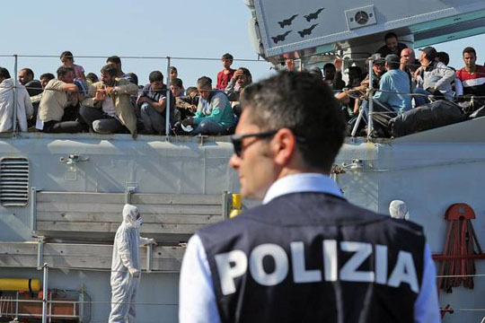 Италијанската крајбрежна стража спасила 2.000 мигранти