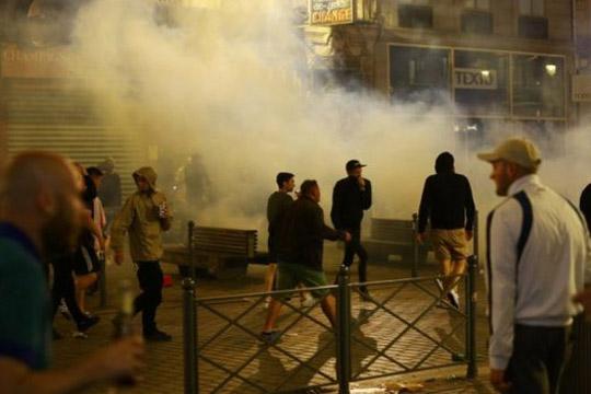Вкупно 36 англиски навивачи уапсени во Лил