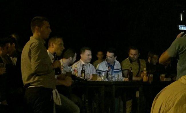 Груевски со младите во Градски парк го проследи првиот меч од ЕУРО 2016