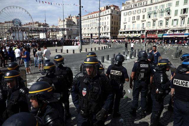 Британците испратија дополнителни полициски сили во Франција за ЕП 2016
