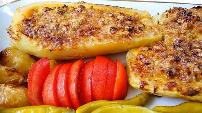 Рецепт: Полнети тиквички печени во рерна