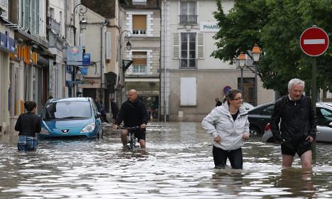 Сена во Париз го достигна нивото на водостој од шест метри