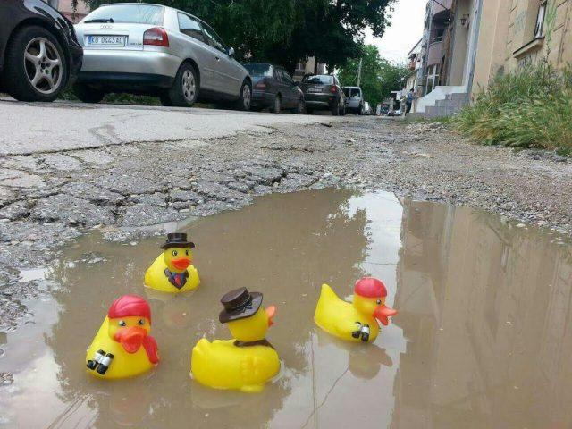ФОТО: Додека СДСМ го нагрдува изграденото, шатки пливаат по кумановските улици