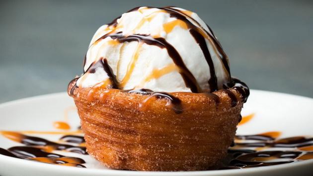 За десерт: Чашка полнета со сладолед