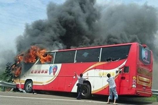 Најмалку 26 загинати во автобуска несреќа во Тајван