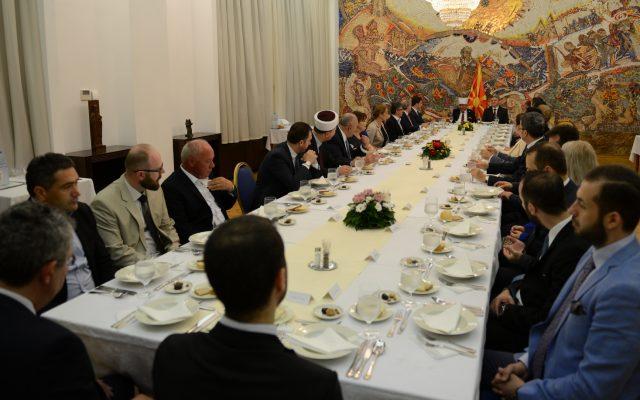 Претседателот Иванов приреди ифтарска вечера