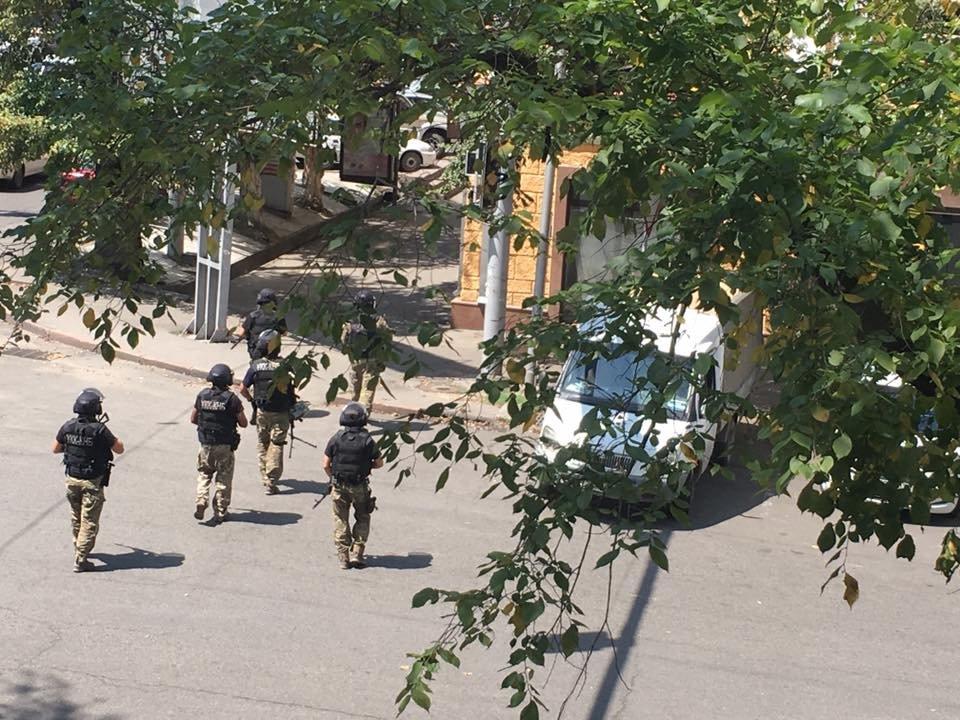 ВОЗНЕМИРУВАЧКО ФОТО+ВИДЕО: Напад врз полицајци во Аламати