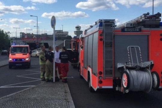 Лажна закана за поставена бомба во авион на берлинскиот аеродром