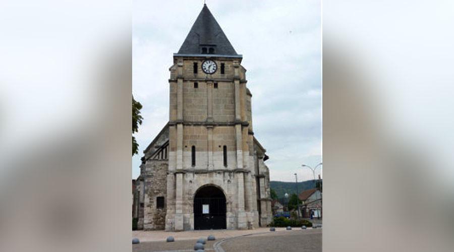 Франција: Вооружени напаѓачи киднапираа свештеник и земаа заложници