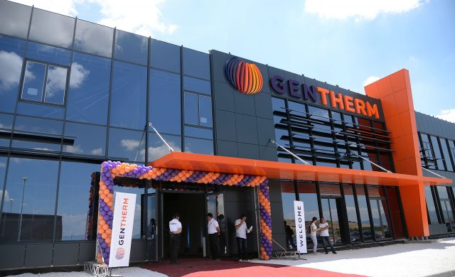 """ФОТО: Во """"Гентерм"""" веќе работат 450 лица, бројот ќе се искачи на 2.000"""