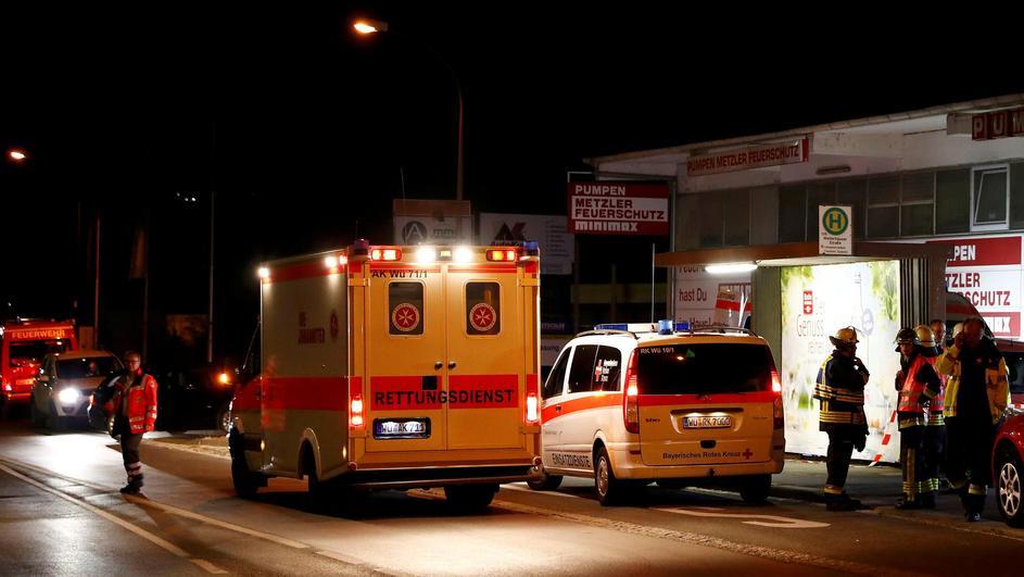 Германија: Со секира и нож нападнал патници во воз