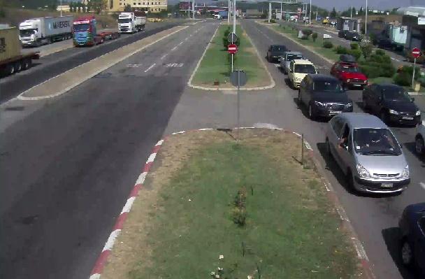 ФОТО: Гужва на патиштата, на граничните премини се чека до половина час