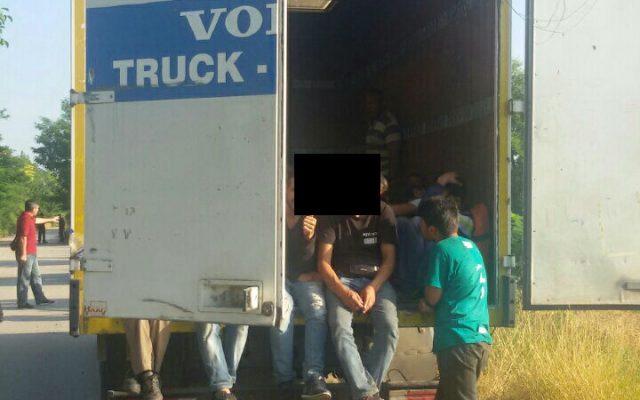 Велешанец во камион превезувал 73 мигранти