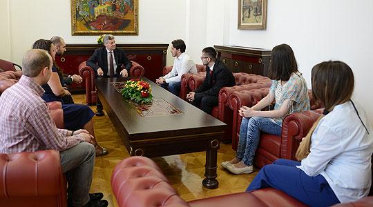 Четириесет и пет учесници на Школата за млади лидери на претседателот Иванов