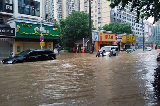 154 лица загинаа, а 124 се водат за исчезнати во поплавите во Кина