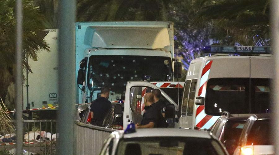 Камионот на напаѓачот во Ница бил полн со експлозиви
