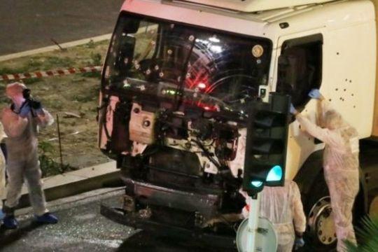 Покренати обвиненија против петмина соучесници во нападот во Ница