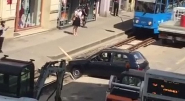 """ВИДЕО: Погледнете го ова """"прецизно паркирање"""""""