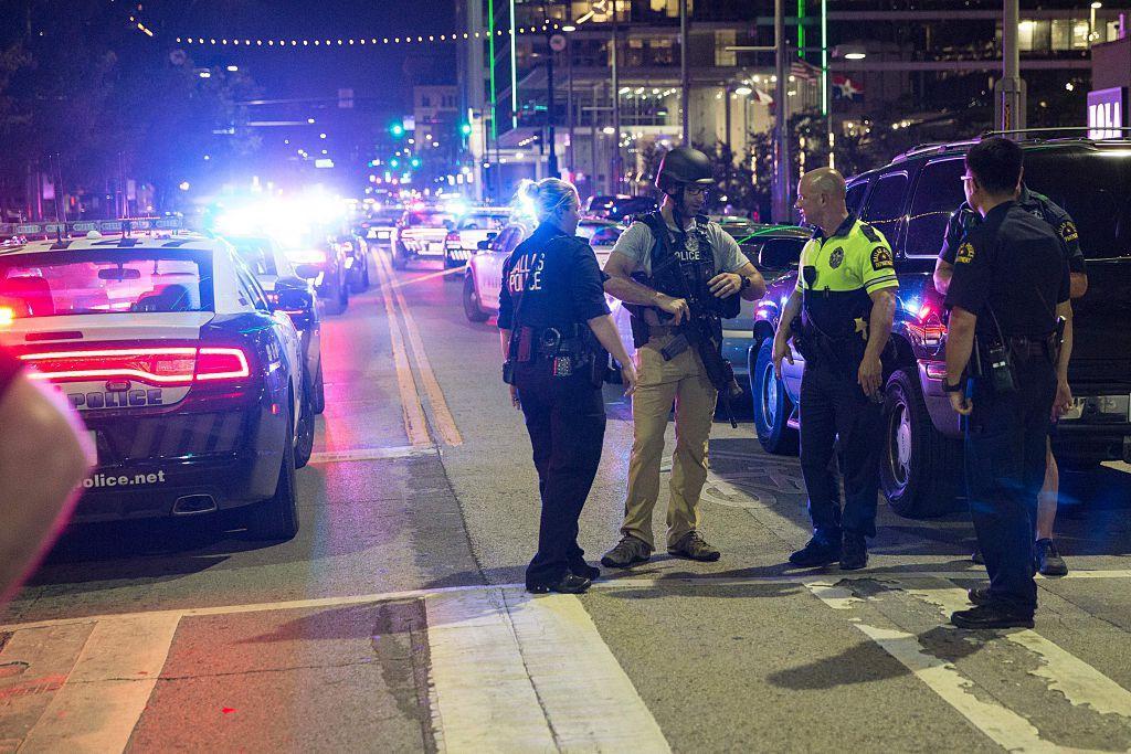 Почина и петтиот полицаец по пукотниците во Далас