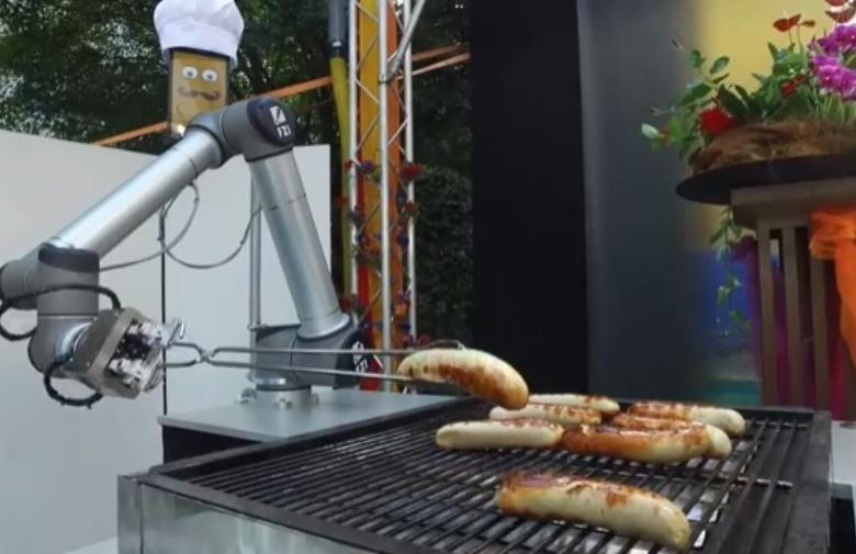 Нова технологија: Вие уживате, а роботот ви подготвува скара (ВИДЕО)