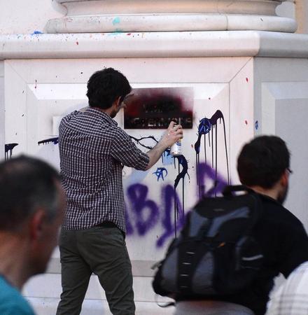 Дневник: Шарените револуционери на Пиколомини повторно удрија на Скопје