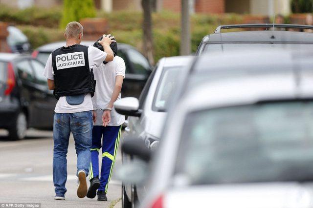 ФОТО: Уапсен третиот терорист од нападот во црква во Франција
