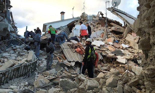 Во земјотресот  во Италија загинаа најмалку 120 лица  (ВИДЕО)