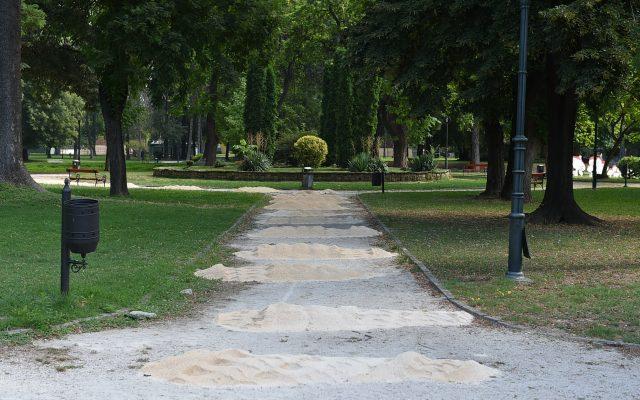 Rekonstrukcija na pateki vo prviot del na Gradskiot park (1)