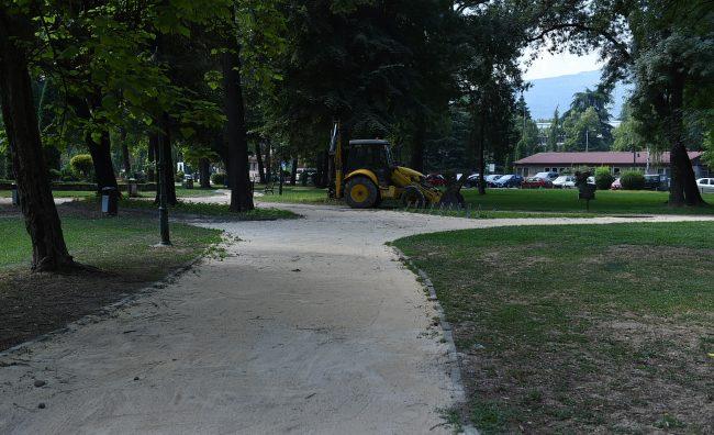 Rekonstrukcija na pateki vo prviot del na Gradskiot park (3)