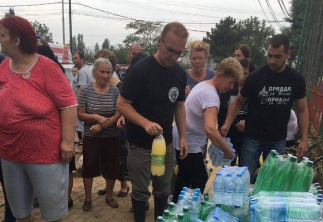 Пратениците од ВМРО-ДПМНЕ се вклучија во расчистување на настраданите домови