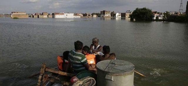 Најмалку 300 жртви во поплавите во Индија