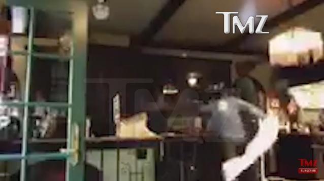 Џони Деп снимен како бесно крши низ дома!   (ВИДЕО)