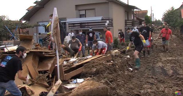 Навивачката група Комити помага во расчистувањето во Стајковци  (ВИДЕО)