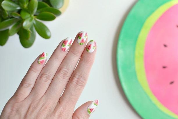 ФОТО: Лубеница на вашите нокти