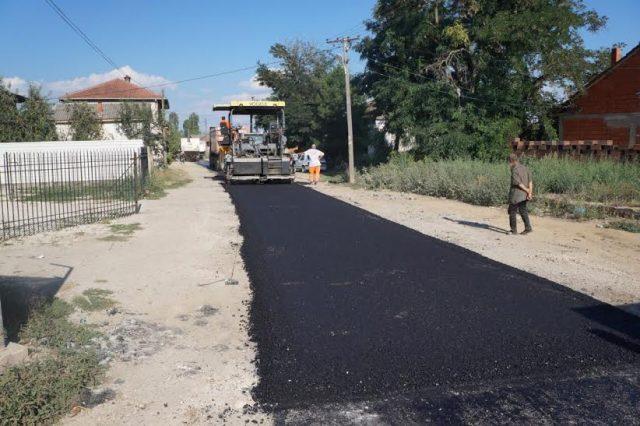 ФОТО: Започна асфалтирањето на патниот правец Обршани- Боротино