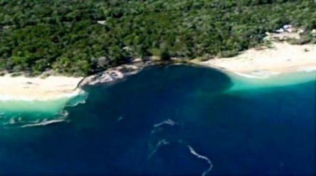 ВИДЕО: Широка дупка проголта плажа, луѓе бегаа во паника